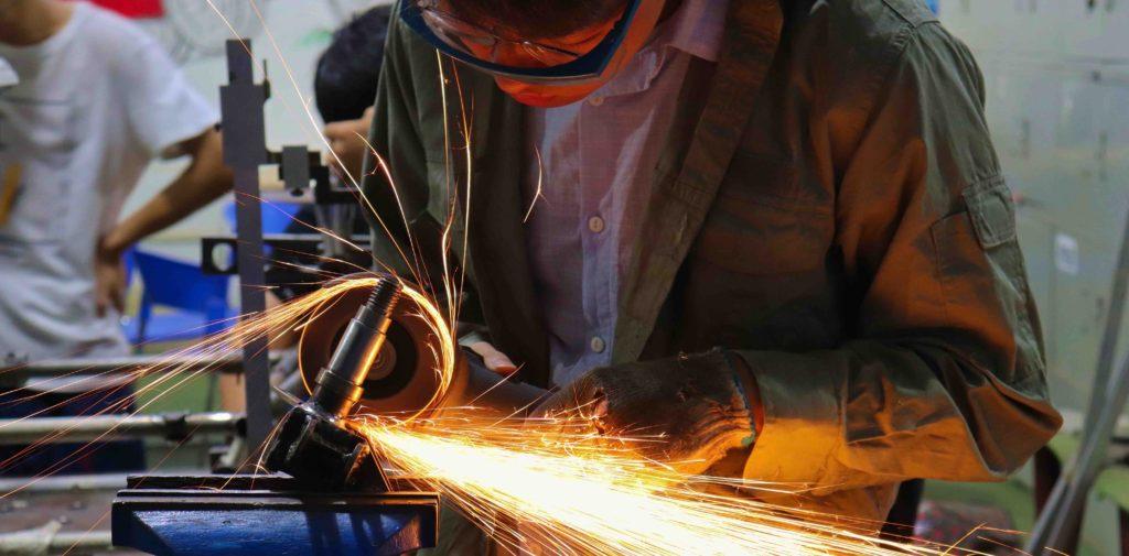 ヘルメット装着での研修利用
